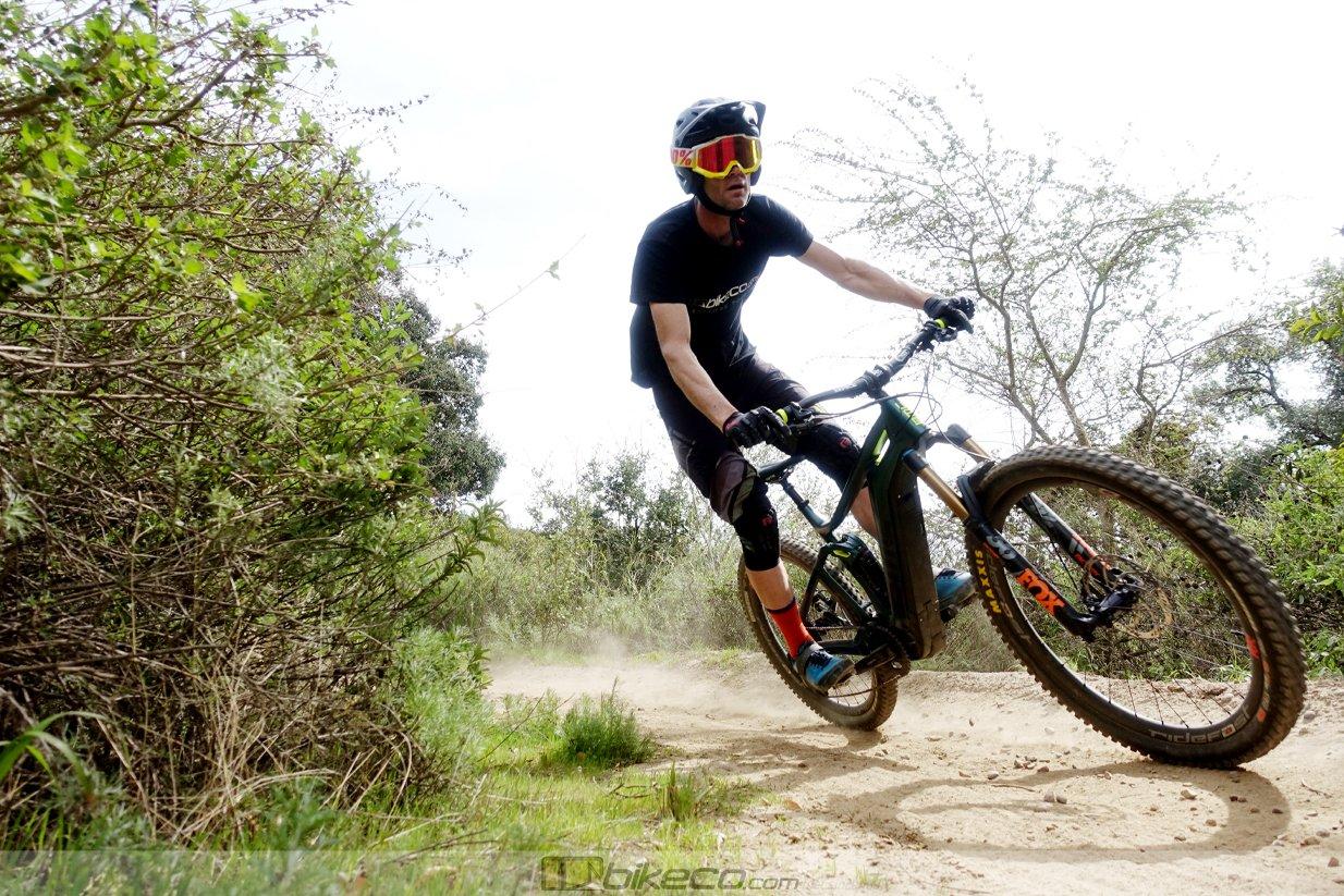 Joe Binatena corners his BMC Amp e-bike. Head up, good positioning looking ahead confidently.