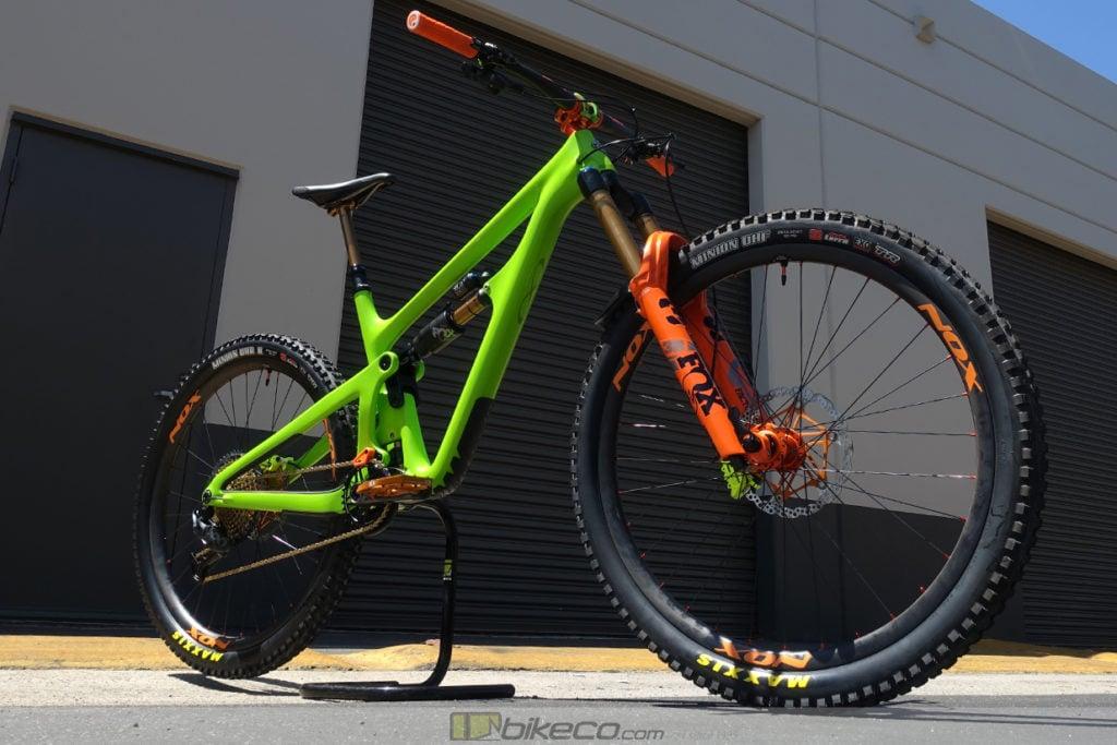 Custom Yeti SB150 build with orange fork & highlights